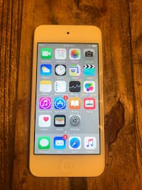 IPOD TOUCH 5th generation 16gb -like new  Los Angeles