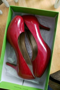 Kelly & Katie red pumps size 9&1/2w Campbell, 95008