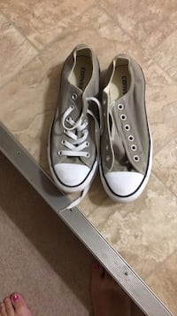 Pair of gray converse all star low-top sneakers size 9 Winnipeg, R2K