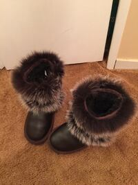 Size 6 Leather brown fur snow boots with wool lining Toronto, M2H 1E9