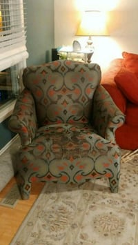Comfortable Green Arm Chair (s) 533 km