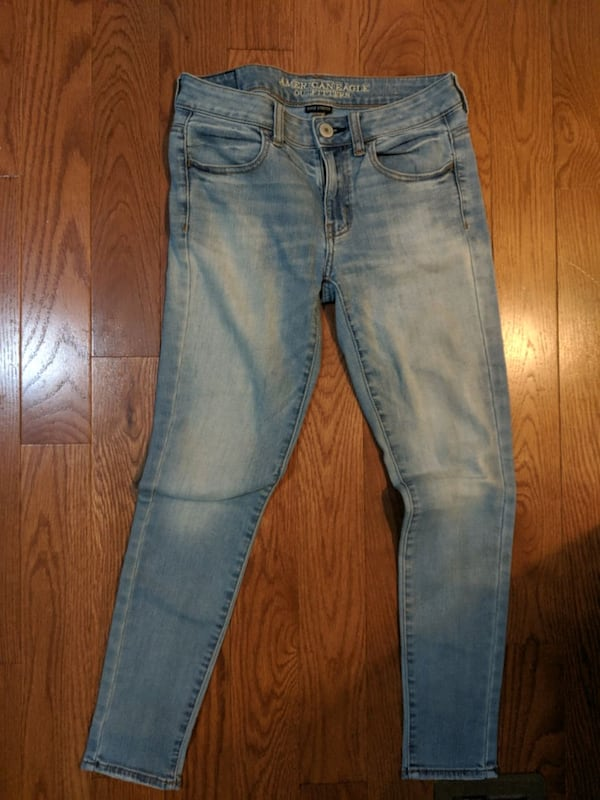 American eagle jeans Size 4-6 8204d68f-17be-4f50-82d6-98e3df80a22a