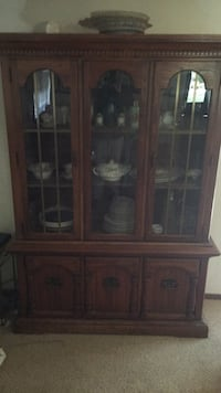 Brown wooden framed glass display cabinet Bolingbrook, 60490