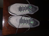 Under armor kids sneakers size 7 youth in excellent condition Lincoln, 02865