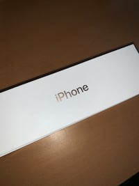 Iphone XS gold Unlocked 64gig with applecare Richmond Hill, L4S 2B8