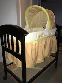 Bassinet. Never used! Warwick, 02889
