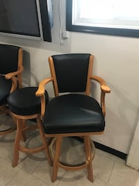 3 Bar chairs and 2 bar stools (leather) Ridgefield Park, 07660