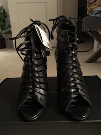 pair of black leather strappy heeled sandals Bensville, 20695