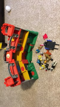 Fisher Price Castle and figures Cambridge, N1R 7G3