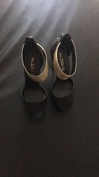 Pair of black leather flats Mississauga, L5B
