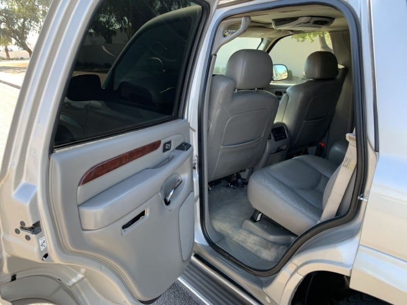 2005 CADILLAC ESCALADE LUXURY 8