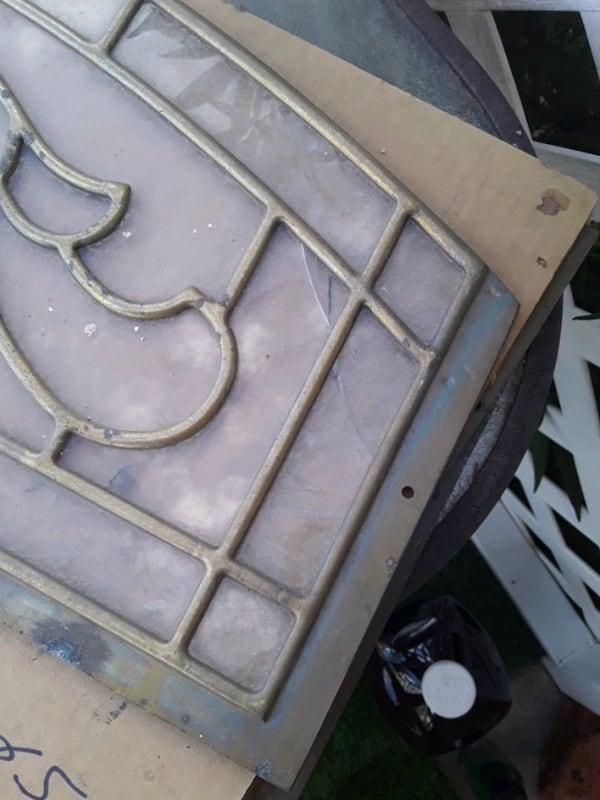 Glass panels x 3 27bb1542-756e-4470-9687-3091a1517675