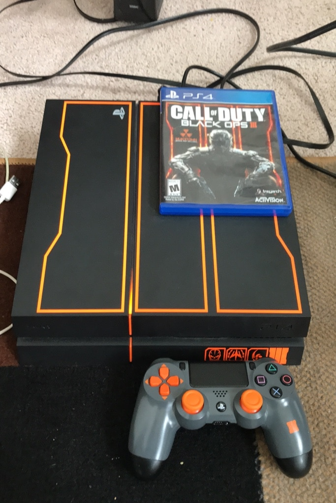 Photo 1 TB Black Ops Special PS4 - With Controller