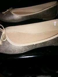 Wmns. Size 7.5-8M NEW, GOLD METALLIC FLATS Avon, 06001