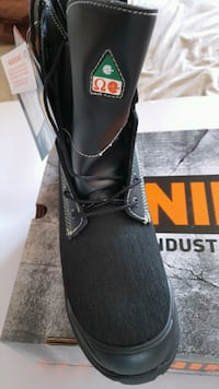 MADE IN CANADA ( UNIK ) SAFETY SECURITY BOOTS  785 km