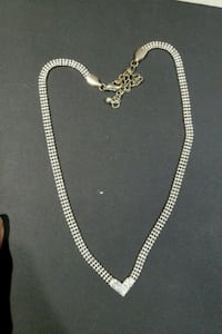 silver heart shaped chain necklace  986 mi