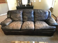 Leather couch  Turlock, 95382