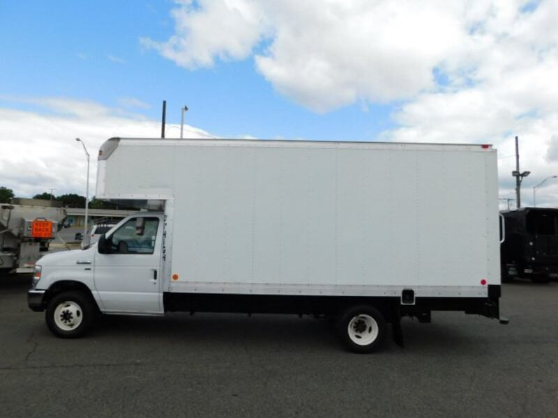 Ford Econoline Commercial Cutaway 2013 383cf99f-140c-4650-a8be-7a14376141a3