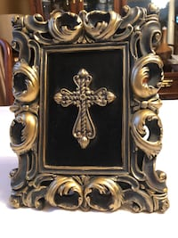 Gold and black framed cross Plano, 75025