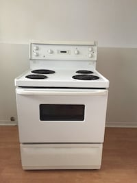 White and black electric coil range oven L'Île-Perrot, J7V
