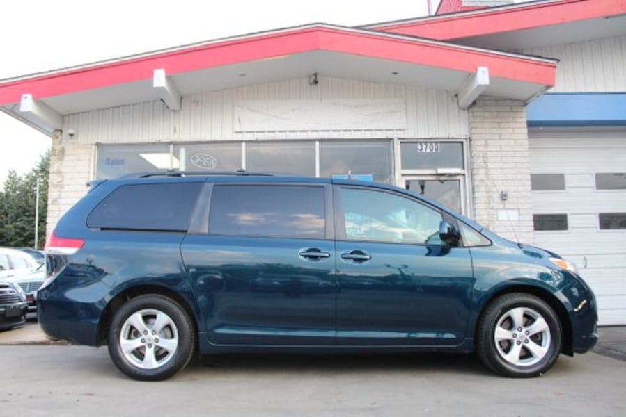 2011 Toyota Sienna for sale 1