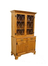 VINTAGE ETHAN ALLEN NUTMEG MAPLE CHINA CABINET Vienna, 22182