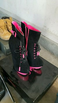 Nice Pink and black boots!! El Paso, 79936