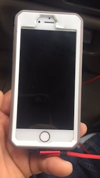gold iPhone 6 with white case Manassas, 20109