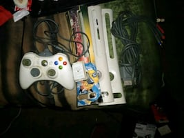 Xbox 360 controller and accessories