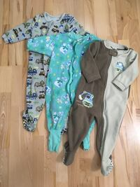 baby's two green and blue footie pajamas 溫哥華, V6E 1J3