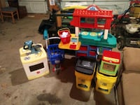 assorted color plastic toy lot Evansville, 47714