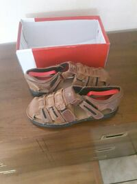 Mens sandals 10.5 or euro 44 and nice for a gift Victoria, V8V 1T3