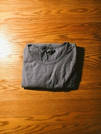 gray scoop-neck shirt 284 mi