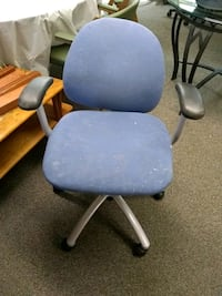 blue and black rolling armchair South Bend, 46614