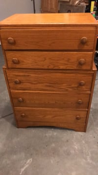 Solid wood 5 drawer chest Lexington, 02420