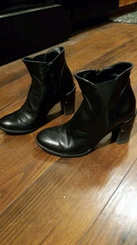 Town Shoes black leather boots - size 6 Mississauga, L5B 0E1