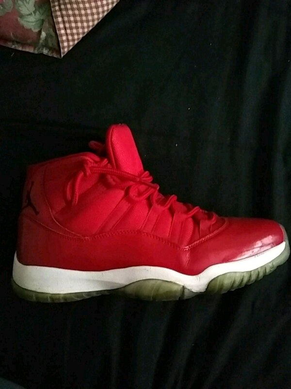 e4f044bb17e9 Used pair of red Air Jordan 11 for sale in Chicago - letgo
