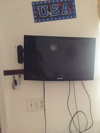 25 inch samsung with mount Central Islip, 11722