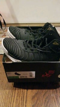 Basketball shoes Ruse -70% new Daly City, 94015