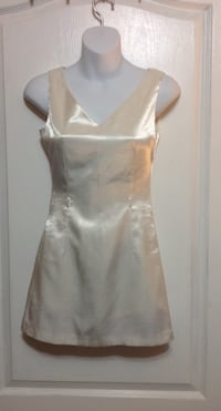 White Dress Top: Size XS Toronto, M1S 2Y8