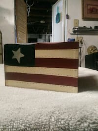 Wooden American flag carrying box with handle decorative