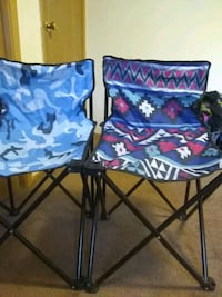 two blue-and-red floral folding chairs Granite City, 62040