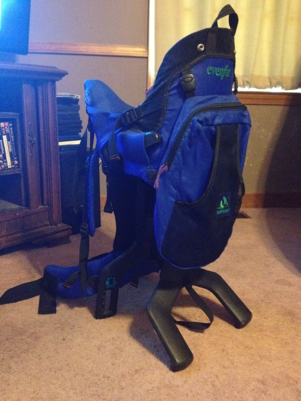 Baby S Black And Blue Evenflo Carrier