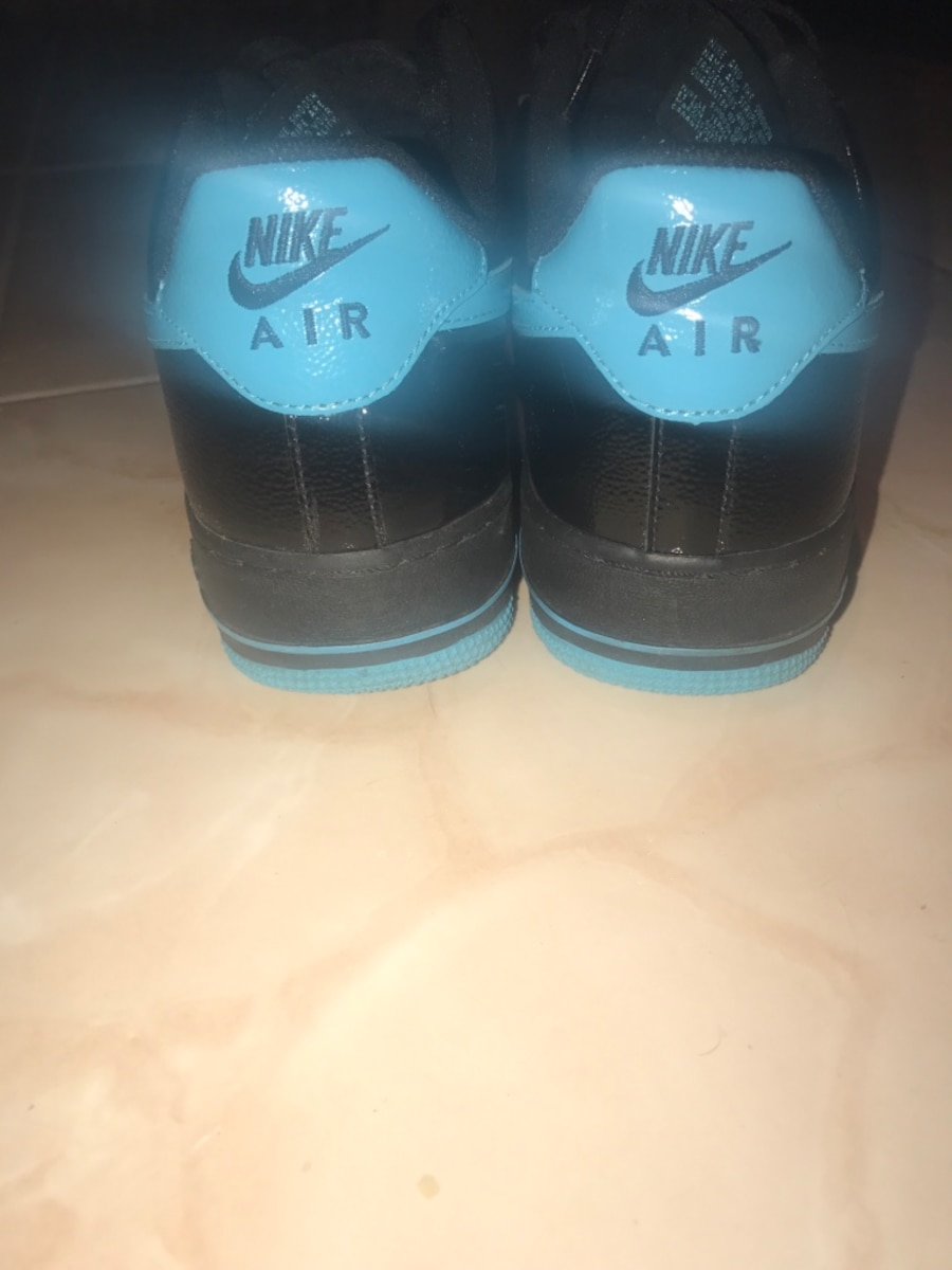 Men's Nike Air shoes. Brand new. Size 10. - Ontario