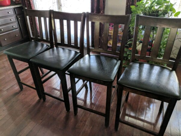 Extendable dining table with 6 chairs for sale ee94e488-dcb7-423d-929b-7de3e5ef3155