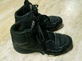Adidas basketball shoes - size 4Y