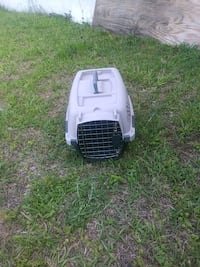 white and black pet carrier Bloomingdale, 31302