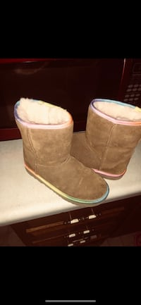 pair of brown UGG boots Peabody, 01960