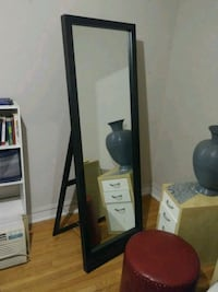 Free-standing mirror with chained easel Chicago, 60626