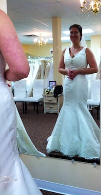 White satin wedding dress w/ scalloped lace trim  Germantown, 20874